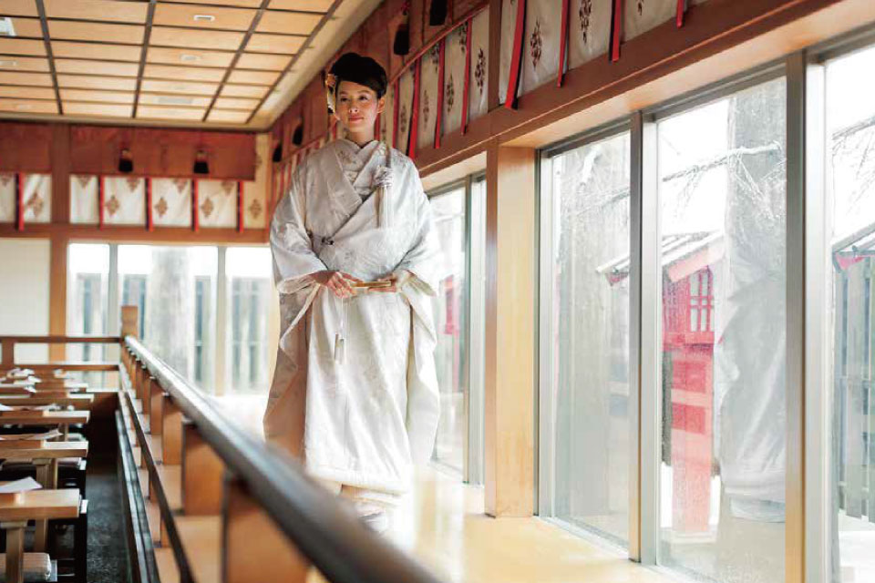 ユウベルグループでは、和婚・神前結婚式を中心に、結納・媒酌人・出立・参進・大振袖など、神前結婚式に関する文化やその土地での風習にも注目し「美しい日本の和婚の継承」を伝えてまいります。